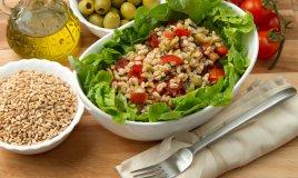 insalata farro pomodorini avocado olive olio extravergine