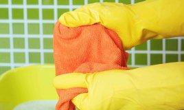 come togliere la resina dai vestiti