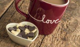 cioccolata calda in tazza san valentino