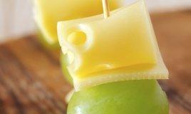 Bocconcini di uva al formaggio