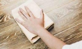 Come pulire il legno: tecniche per detergere e sbiancare