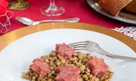 Cubetti di cotechino con lenticchie rosse allo zenzero
