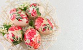 decoupage uova di pasqua, decorare uova di pasqua decoupage, decoupage uova polisterolo