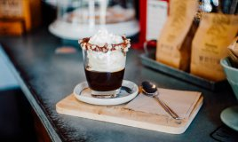 gelatina al caffè con panna