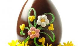 uova di pasqua decorate con pasta di zucchero, decorare uova di pasqua con pasta di zucchero