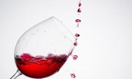 vino rosso, macchie, pulizia muro