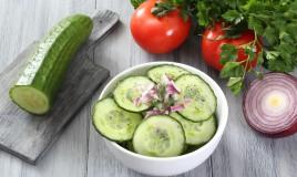 insalata, cetrioli, cipolle