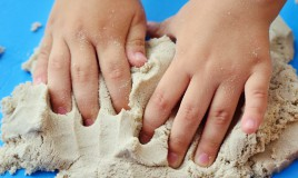 sabbia cinetica fai da te, sabbia cinetica ricetta
