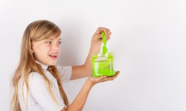 come fare slime fosforescente, come fare slime fluorescente