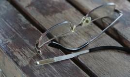 aggiustare asta occhiali, riparare asta occhiali, stanghette occhiali rotte