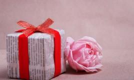 pacchi regalo materiale riciclo