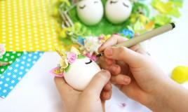 decorare uova pasqua con bambini, decorare uova pasqua, lavoretti pasquali