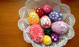 decorazioni pasquali uncinetto, uova rivestite uncinetti, uova uncinetto schemi