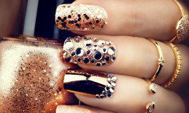 nail art luminose, brillantini e strass, decorazione unghie