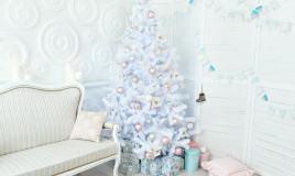 come decorare albero natale bianco, come decorare albero natale, decorazioni albero natale bianco