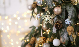 albero di Natale, bianco e oro, addobbi