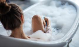 Donna nel bagno