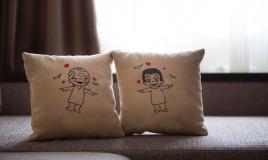cuscini romantici fai da te, cuscini fai da te, cuscini decoupage, decoupage su stoffa