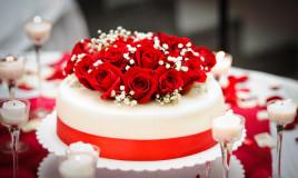 torte decorate con rose fresche, torte decorate