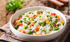 Come condire l'insalata di riso
