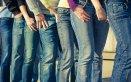 jeans denim chiaro scuro lavaggio acqua fredda delicato detersivo biancheria capi colore blu preservare trattamento consigli