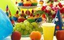 bambino-festa-decorazioni-tavola