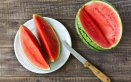 tagliare anguria, frutta estiva, servizio