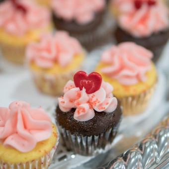 cupcake san valentino decorati panna, cupcake san valentino, cupcake panna