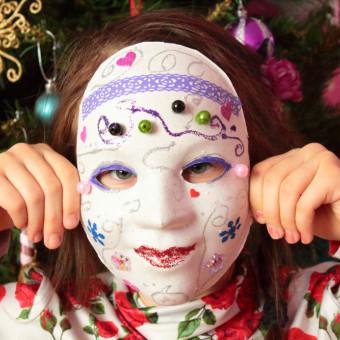 come decorare maschera bianca, maschera carnevale