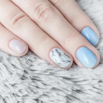 nail art, effetto marmo, trend decorazione unghie