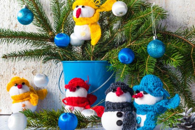 natale-decorazioni-pupazzi di neve-palline-albero di natale