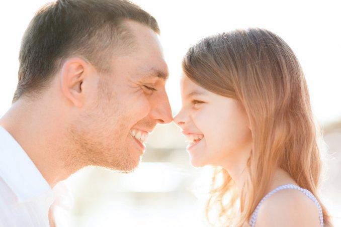 papà genitori crescita gioco figli bambino bambina mamma