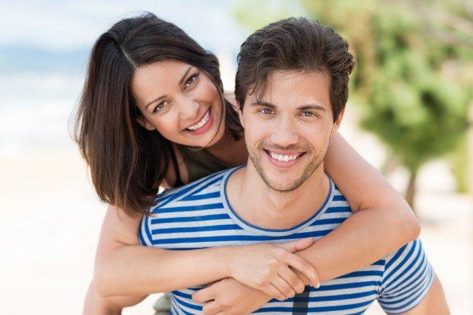 ragazzo più giovane dating donna più anziana incontri con qualcuno con ex incinta