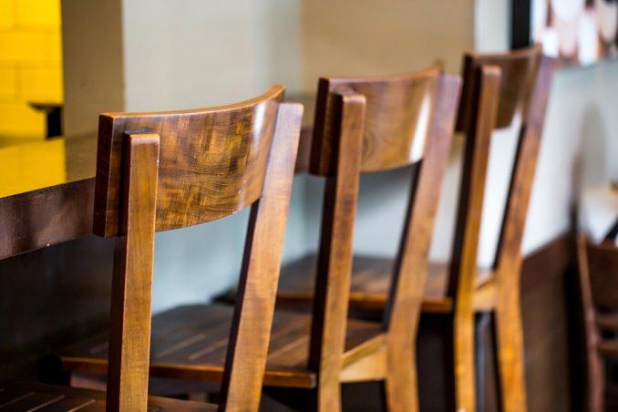 sedie legno curare trattare lucidare olio di lino panno morbido