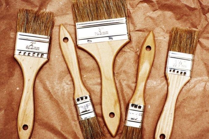 mobili legno vernice grattare restaurare riverniciare vecchio rinnovare