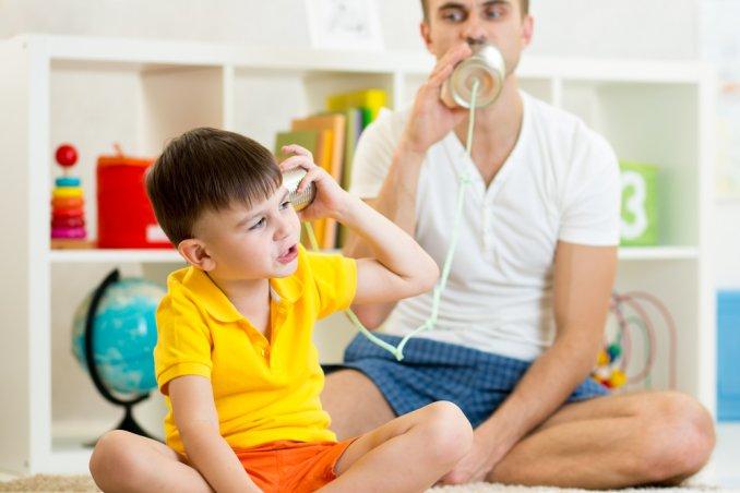 papà gioco bambini compiti lavoro figlio