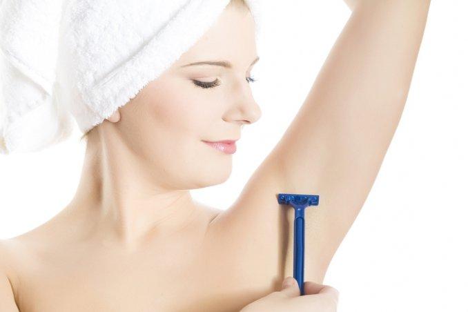 Il rasoio è lo strumento di depilazione più veloce da utilizzare in qualsiasi momento della giornata