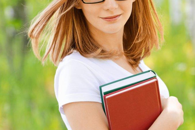 Tagli di capelli corti per chi porta gli occhiali