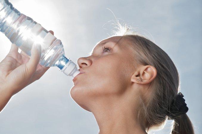 bere, acqua, sete, sorgente, bocca, abbeverarsi, dissetarsi, ingurgitare, assetato sogno