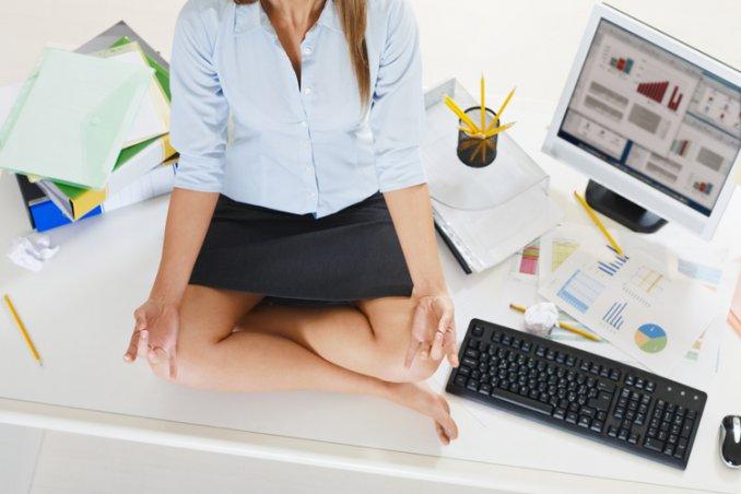 Ufficio Disegno Yoga : Esercizi yoga in ufficio donnad