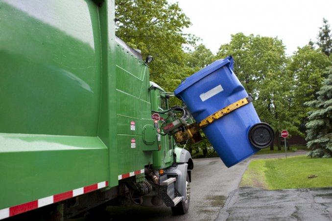 raccolta differenziata ecologia riuso materiali riciclaggio