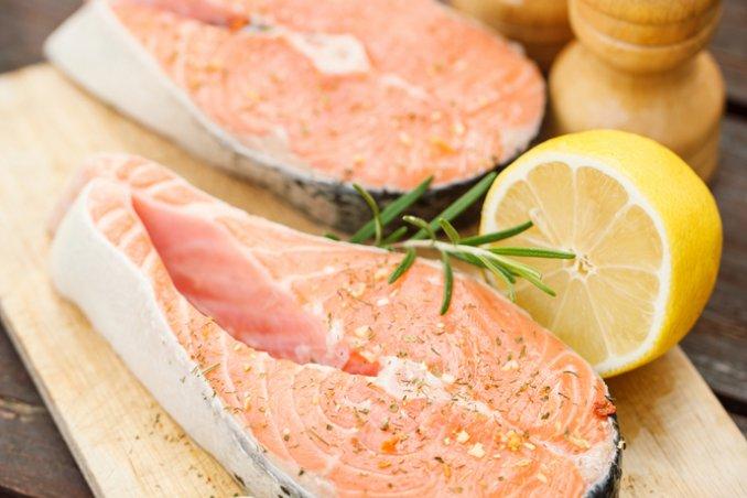 IL cibo sano e il pesce aiutano ad affrontare la stanchezza, la svogliatezza e la sonnolenza della primavera.