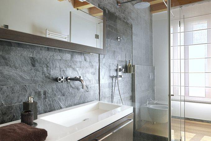 Ristrutturazione Di Un Piccolo Bagno : Ristrutturare i servizi igienici e ricavare un secondo bagno da un