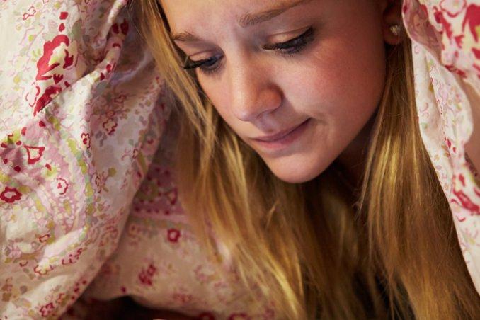 benessere dormire figli sonno ps sms errore adolescenza riposare indispensabile donne donna