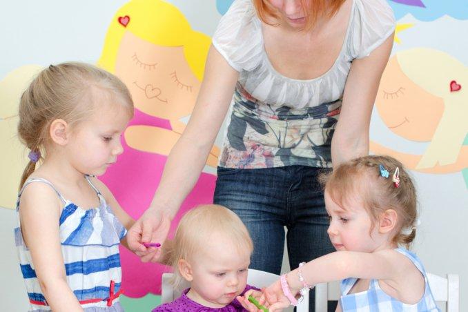 babysitter verificare professionalità figli rapporto controllo donne donna mamma