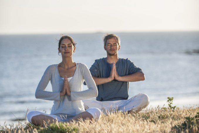yoga, fa bene all'amore, intimità, sesso, intimità, yoga posizioni, corso