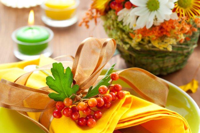 caldo-frutta-fiori-tavola
