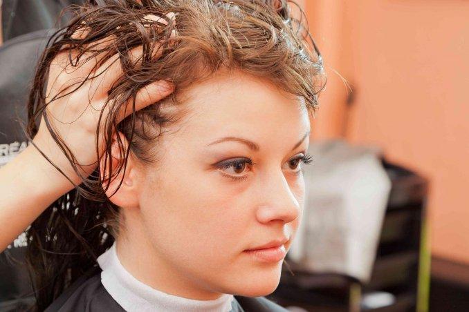 Tagli capelli corti che coprono le orecchie