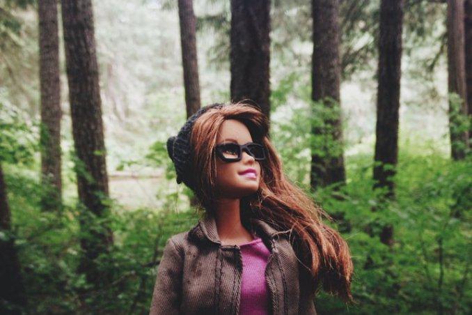 Barbie, il profilo su Instagram che prende in giro la selfiemania e l'Iphoneography