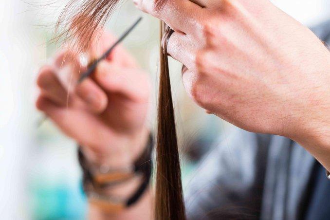 Sognare tagliare ciocca capelli